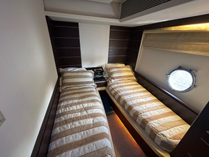 DV8 7 Guest Stateroom