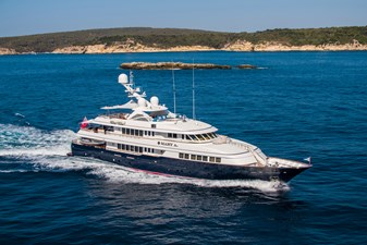 MARY A 0 MARY A 2001 FEADSHIP  Motor Yacht Yacht MLS #254068 0