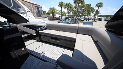 NEW 2019 Cruisers 338 South Beach Bowrider  15 2019 Cruisers 338