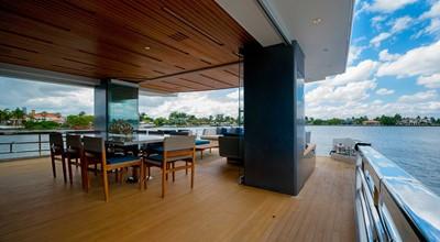 ANDREIKA  2017 ALPHA 106 AL FRESCO @ FLORIDA 8 Fully-Enclosable Aft Deck Dining