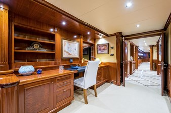 PLAYPEN 8 Owner's Office