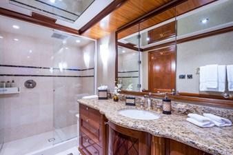 PLAYPEN 32 Guest Bath