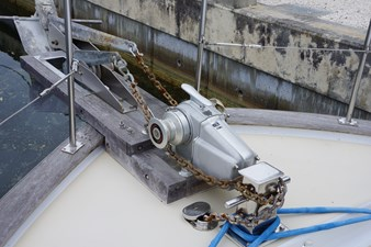 dual anchor windlass