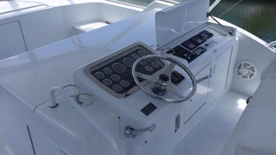 2002 60' Hatteras Convertible Helm Station