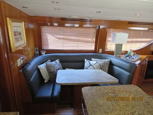 2002 60' Hatteras Convertible Dining