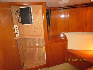 2002 60' Hatteras Convertible Cabinets