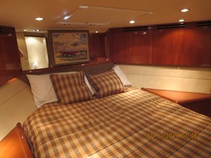 2002 60' Hatteras Convertible VIP Stateroom