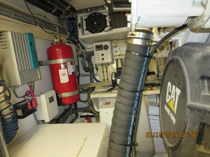 2002 60' Hatteras Convertible Engine Room