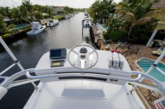 2002 60' Hatteras Convertible Tower