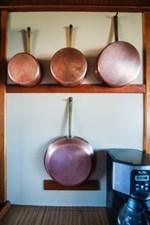 Galley pan storage