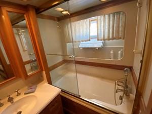 Starboard Bathroom - Forward