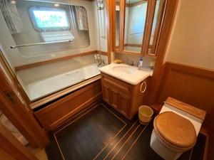 Port Bathroom - Aft
