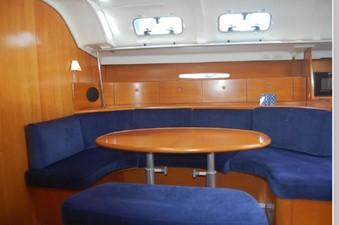 Salon Dinette starboard