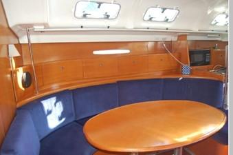 Windswept 7 Dinette lounge, Hi/Lo table