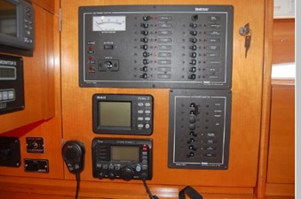 DC / AC Electrical panels, Auto Pilot, VHF radio