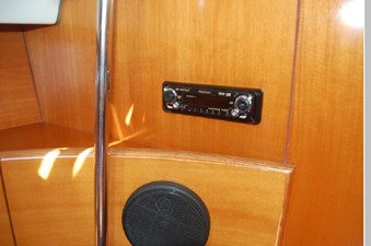 Stereo w/ speakers