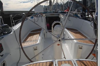 Windswept 34 Wheel and cockpit forward
