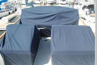 Flybridge seating/helm canvas covers