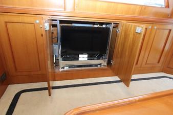 Salon TV on lift