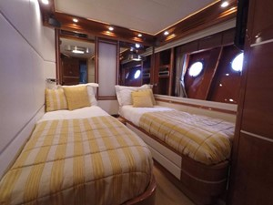 FREE WIND II 35 Port Guest Stateroom