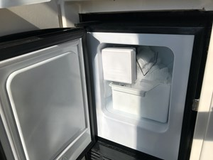 YES - the ice maker works!
