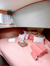 Forward berth, teak ceiling, window, speaker