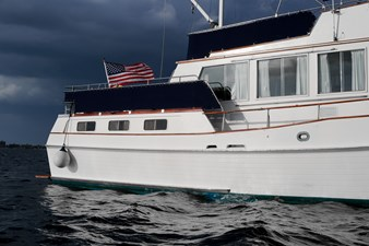 Steps to aft deck, canvas dodgers under safety rails,opening windows saloon and aft cabin