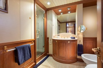 SCOUT II 12 Aft Starboard Guest Bath