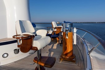 SCOUT II 27 Sun Deck Binnacle and Chairs