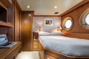 SCOUT II 33 Captain's Cabin
