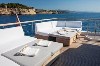 Flybridge seating and sunbathing