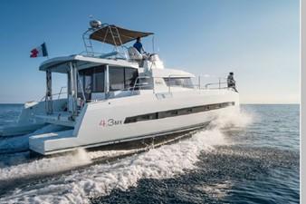 Bali 4.3 Motor Yacht 10