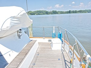 Aft deck with bench seat, lazarettes, dinghy stowage