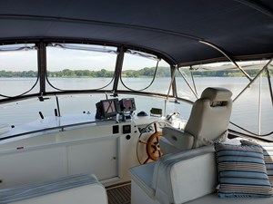 Flybridge helm station with helmsman's chair