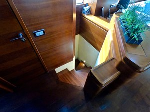 2009 85 Azimut Flybridge - Stairs To Master