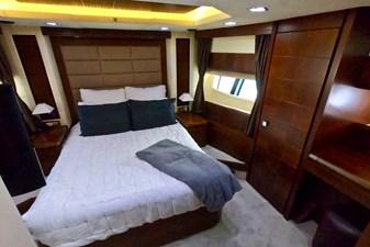 2009 85 Azimut Flybridge -Forward VIP Stateroom (1)