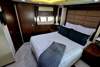 2009 85 Azimut Flybridge -Forward VIP Stateroom (2)