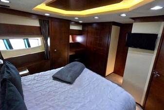 2009 85 Azimut Flybridge -Forward VIP Stateroom (3)