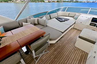 2009 85 Azimut Flybridge - Upper Dining and Lounge (1)