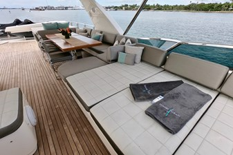 2009 85 Azimut Flybridge - Upper Dining and Lounge (3)