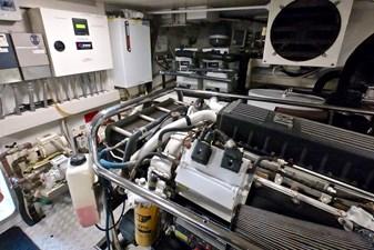 2009 85 Azimut Flybridge - Engine Room (4)