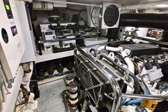 2009 85 Azimut Flybridge - Engine Room (5)