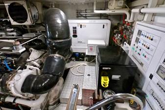 2009 85 Azimut Flybridge - Engine Room (6)