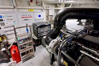 2009 85 Azimut Flybridge - Engine Room (8)