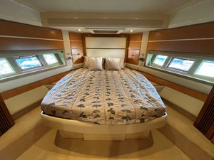 Azimut 60 13 VIP Foreward Suite