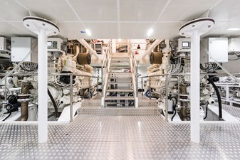 Sunrise 63m - Irimari - Engine Room - 01