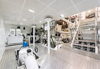 Sunrise 63m - Irimari - Engine Room - 02