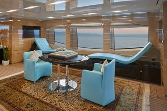 Sun deck salon port