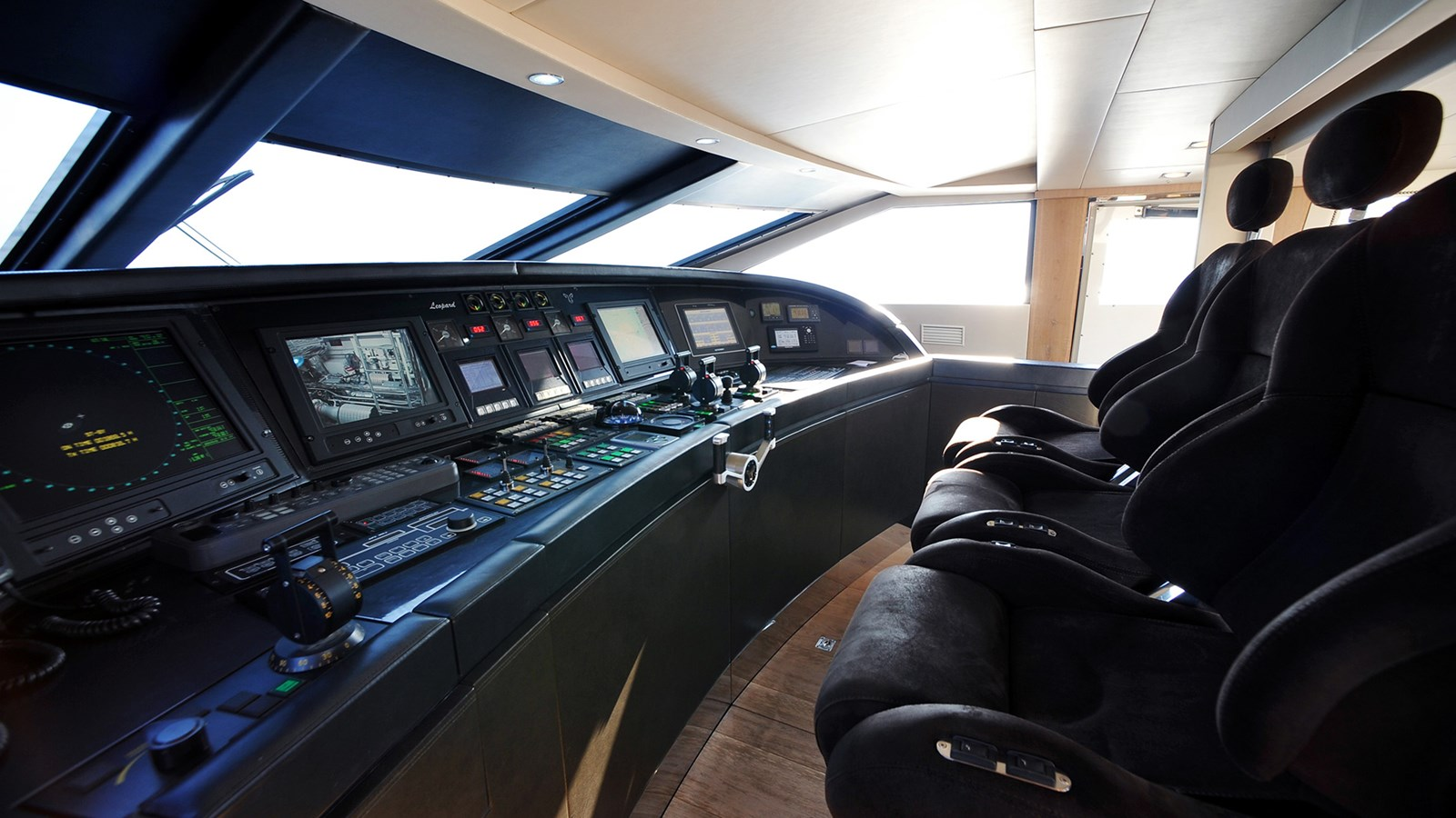 Cheeky-Tiger-Luxury-Yacht-06