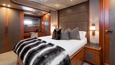 Cheeky-Tiger-Luxury-Yacht-13